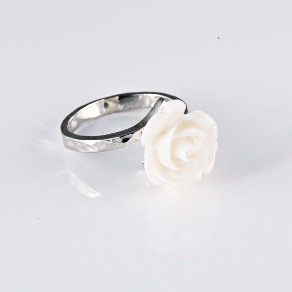 Ezüst gyűrű rózsával
